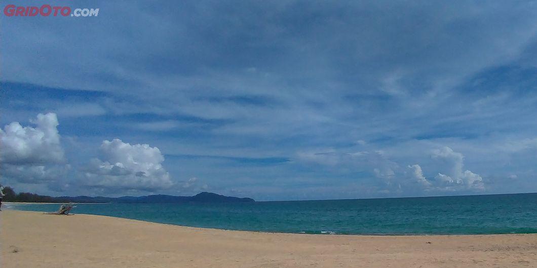 Pemandangan di pantai Baba Beach Club, Phuket Thailand
