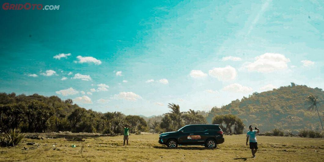 Toyota Fortuner Hidden Beach, Pemandangan Pantai Rangiro