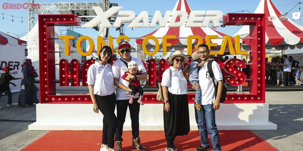Peserta XploreXpander menghadiri Tons of Real Happiness di Makassar. Photo : Gugum Gumilar