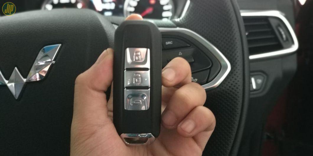 Wuling Almaz sudah menggunakan sistem Key-less entry untuk kuncinya