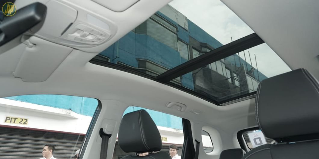 Wuling Almaz dan CR-V Turbo Prestige teredia panoramic sunroof, mewah!