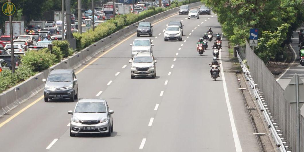 Kendaraan roda dua diperbolehkan memakai ruas jalan tol dalam kondisi darurat banjir