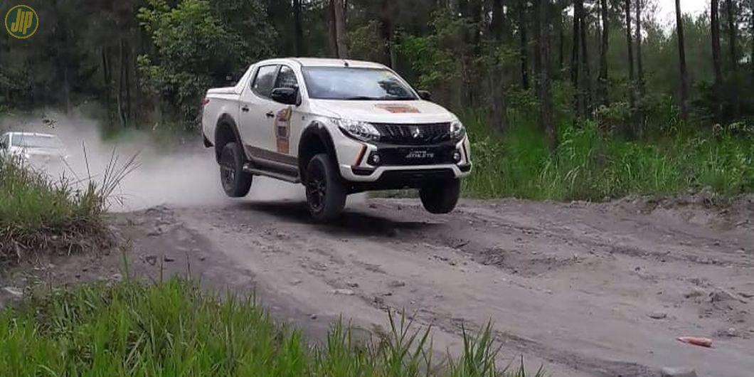 Mitsubishi Triton Athlete mampu melibas berbagai medan jalan