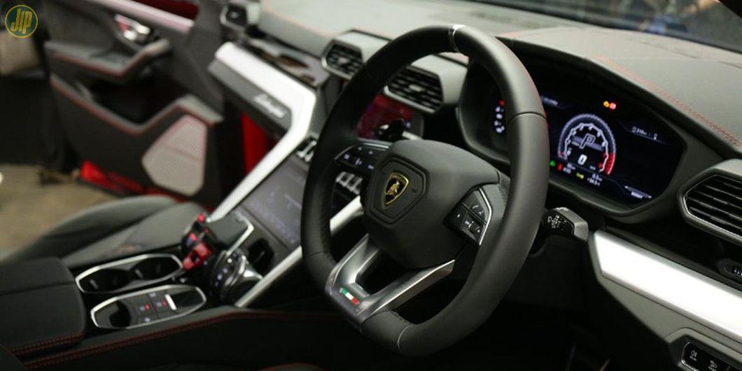 Lamborghini Urus memiliki harga estimasi sekitar Rp 8,5 miliar
