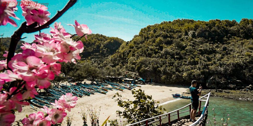 Toyota Fortuner Hidden Beach, Pemandangan Pantai Gesing