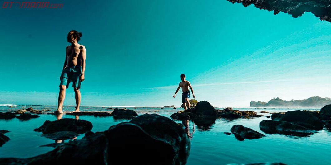 Toyota Fortuner Hidden Beach, Pantai Kondang Merak yang Bisa Bermain Air Laut