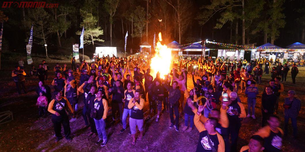Acara api unggun pada Maxi Yamaha Day 2019 Jawa Timur