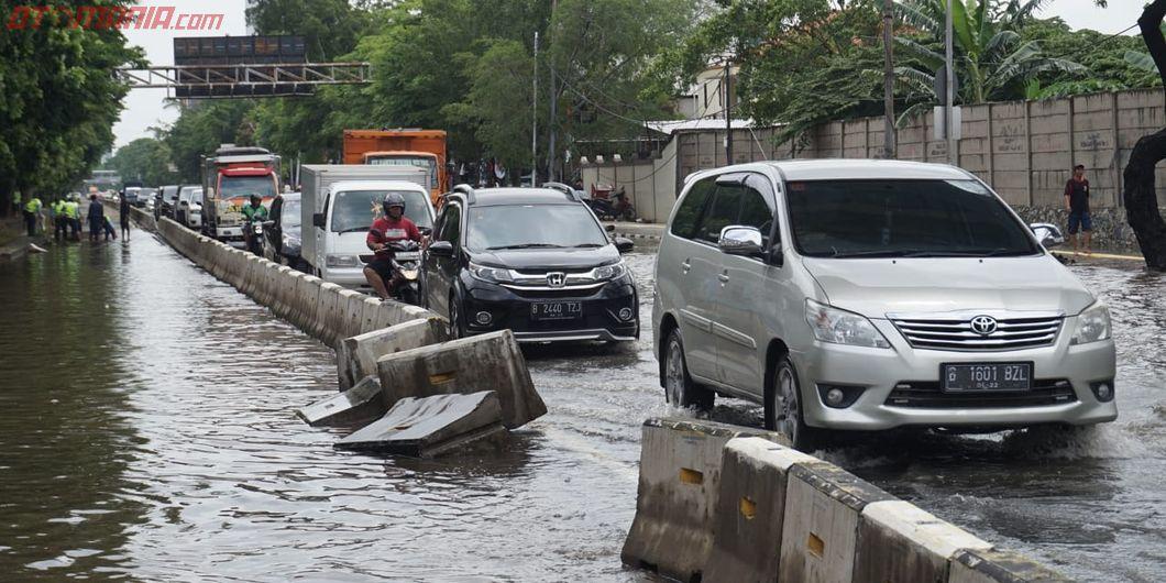 Sejumlah Ruas Jalan Utama di Jakarta Tergenang Banjir