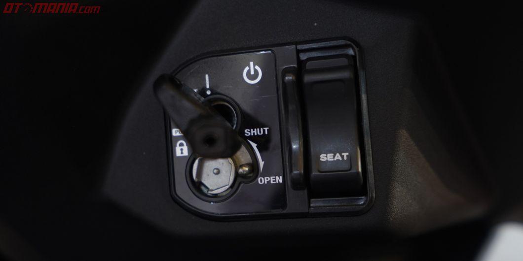 Untuk membuka bagasi All New Honda BeAT kini ada di sebelah kunci kontak