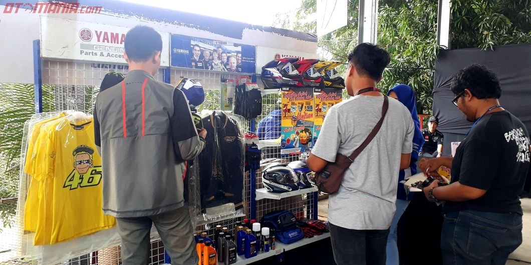 Booth Yamaha sales & accessories di Customaxi Yamaha x Yamaha Heritage Built Semifinal