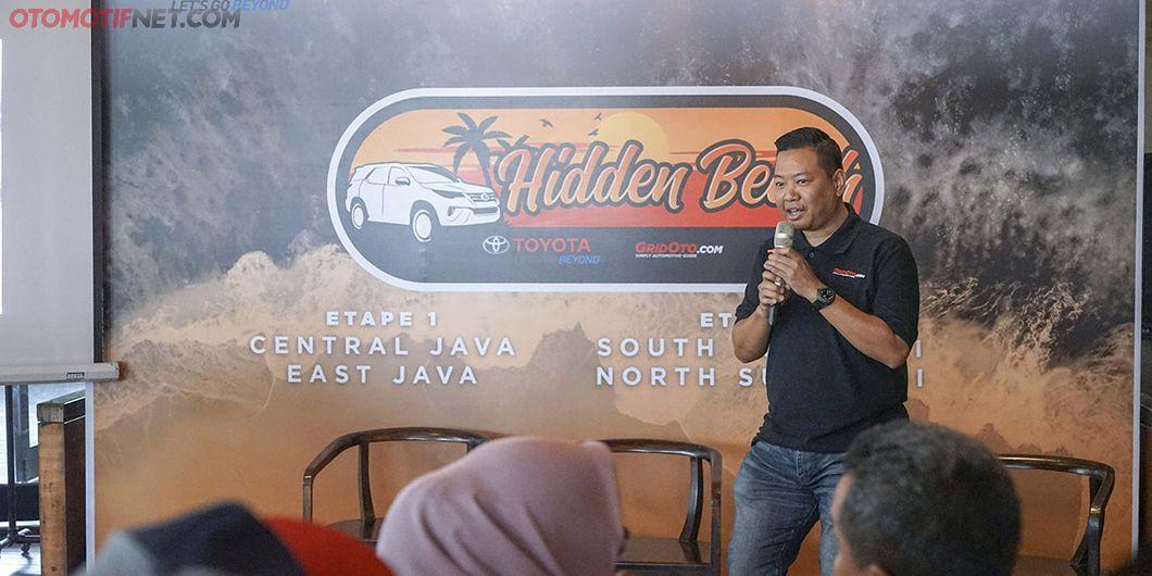 Bimo Aribowo, managing editor teknik GridOto.com memberi sambutan pada pelepasan Tim Toyota Fortuner