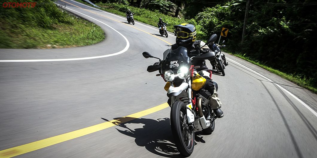 Moto Guzzi V85TT merupakan pesaing dari BMW F850GS, Triumph Tiger 800 XCx serta Honda Africa Twin.