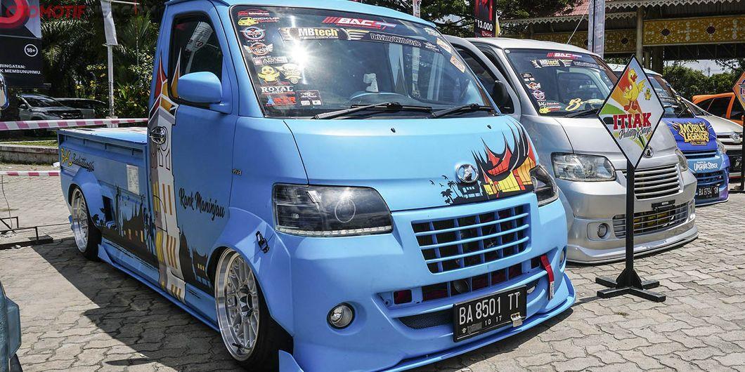 Gran Max pikap biru , peserta MBtech Auto Combat seri 2 Pekanbaru 2018. Photo : Agus Salim