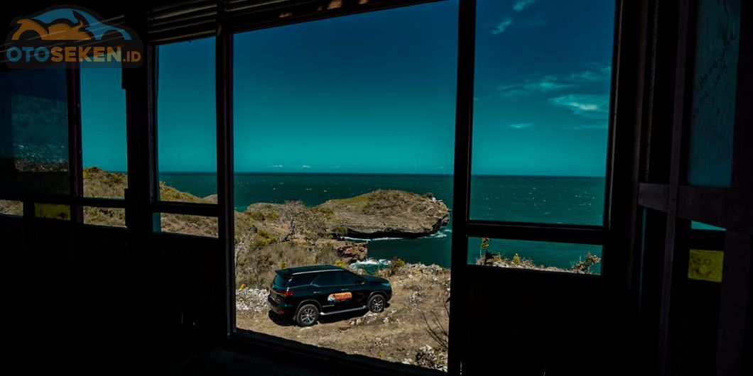 Toyota Fortuner Hidden Beach, Pemandangan di Pantai Tanjung Kesirat