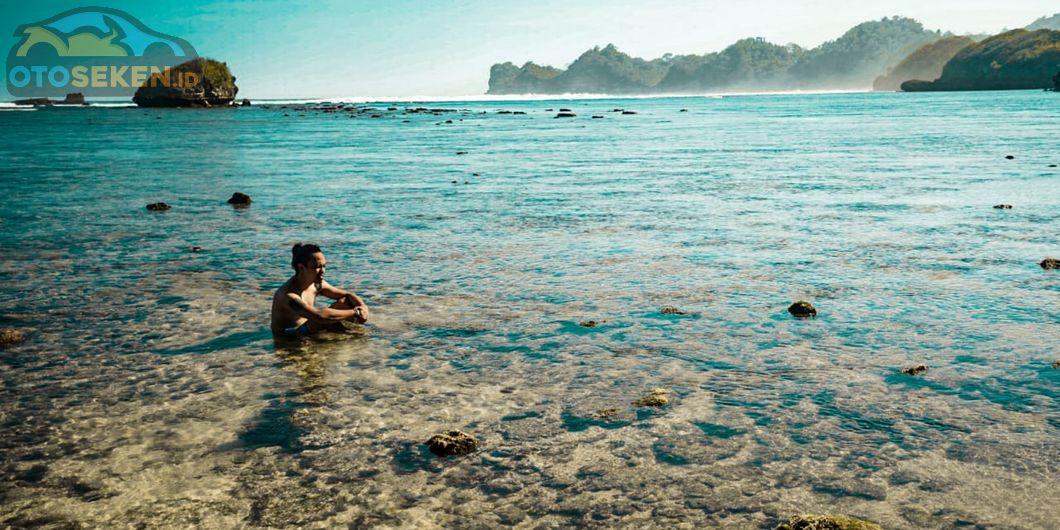 Toyota Fortuner Hidden Beach, Jernihnya Air Laut di Pantai Kondang Merak