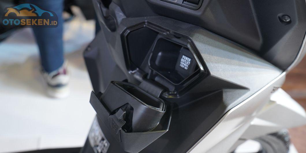 Kini All New Honda BeAT ada power outlet untuk mengisi daya baterai smartphone