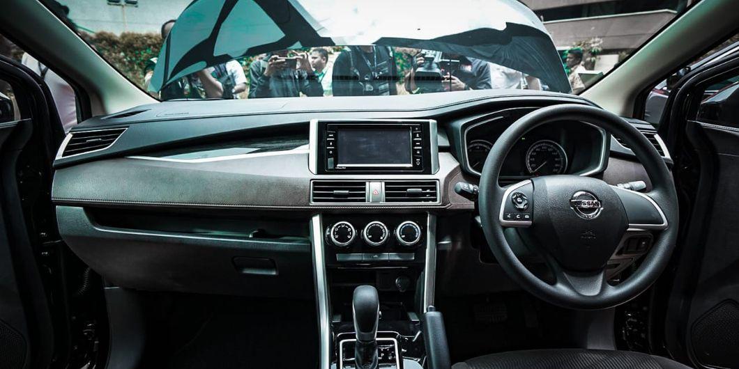 Tak ada perbedaan soal desain dasbor Nissan Livina dengan Mitsubishi Xpander