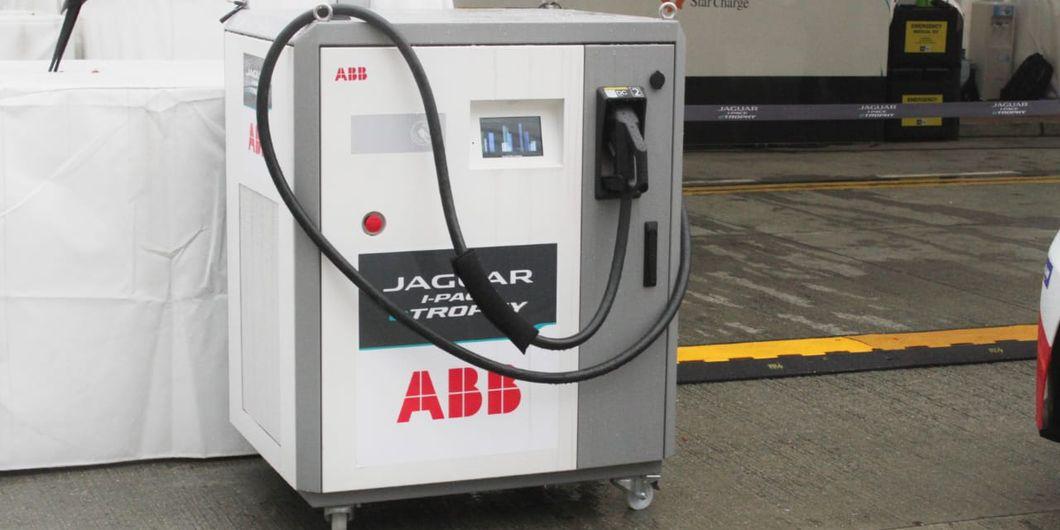 Terminal pengisian daya listrik untuk mobil Jaguar