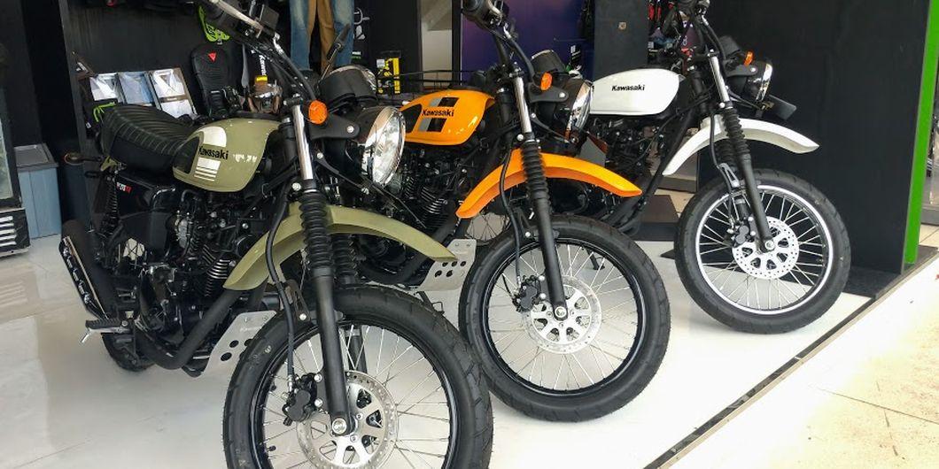 Motor baru Kawasaki W175TR dan W175TR SE sudah tersedia di booth Kawasaki di IIMS Moto Bike Expo 201