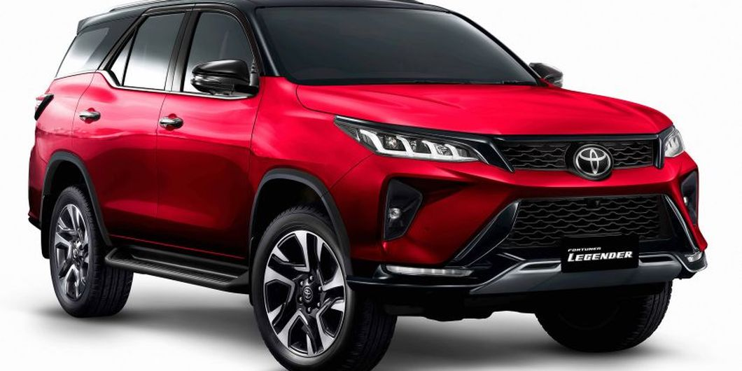 Toyota New Fortuner Legender warna merah