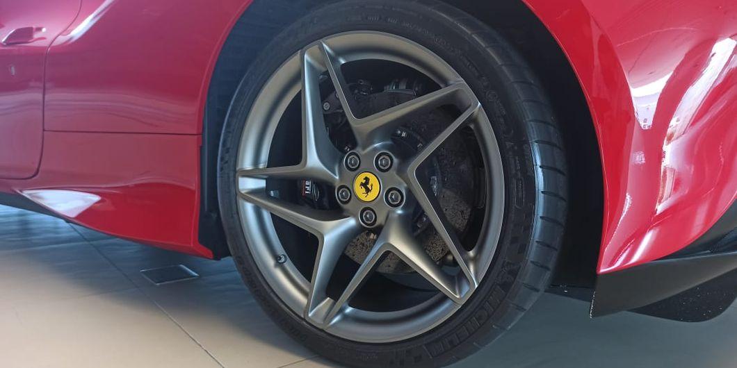 Pelek Ferrari F8 Spider model kipas