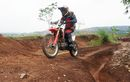 Alasan Ban Depan Motor Trail Lebih Besar Daripada Ban Belakang