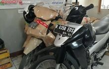 menjelang lebaran, pengiriman motor di kantor pos besar sepi peminat