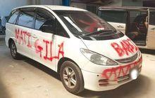 parkir sembarangan, mobil ini jadi sasaran vandalisme penuh umpatan