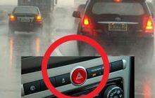 Menyalakan Lampu Hazard Saat Hujan dan Konvoi Itu Ilegal, Pengendara Lain Bisa Terhipnotis! Ini Penjelasannya