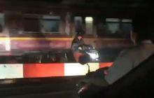 video : tak pakai helm dan terobos palang pintu kereta api, hijabers ini dihukum nyanyi