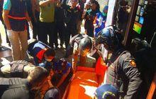 sopir terkena serangan jantung, pikap tabrak pot bunga di surabaya