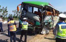 kronologi kecelakaan maut bus tabrak innova dan xpander yang tewaskan 12 orang di tol cipali