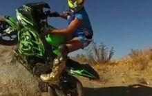 kawasaki ninja 250 fi diajak terbang di lintasan tanah hingga lompati batu, ini dia aksinya