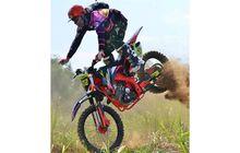 tragis, karena salah pakai helm, biker motor trail meregang nyawa