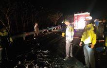 kecelakaan di tol cipali majalengka, mobil pikap nyebrang jalur sampai tabrak apv, 5 orang tewas