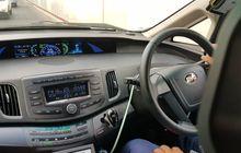 cerita sopir taksi blue bird: lebih enak nyetir mobil listrik!