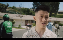 viral, habis nganter gofood ke new york, gojek nongol di video clip rich brian!
