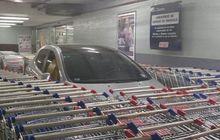 cara unik bikin jera pemobil yang parkir sembarangan di supermarket, pakai troli belanja