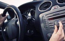 Liburan Pakai Mobil, Hindari 2 Jenis Musik Ini Saat Berkendara