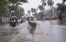 Terpaksa Terobos Hujan Deras dan Angin Kencang ? Ini Tiga Hal yang Harus Diwaspadai Pengguna Jalan