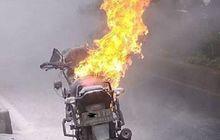 Disiram Air Malah Makin Besar Apinya, Pakai Cara Ini Untuk Padamkan Motor yang Terbakar