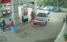 Viral Video Bocah Terlindas Mobil di SPBU, Ibu Panik Gebrak Kap Mesin