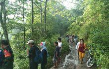 Malapetaka Hardtop Terjun ke Jurang 200 Meter, 2 Orang Tewas, Bermula dari Tabrak Batu