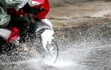 Catat! Ini 5 Hal Yang Harus Diperhatikaan Saat Motoran Di Musim Hujan