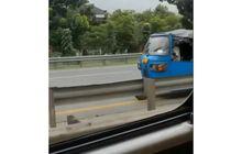 Geger! Bajaj Biru Ngebut Lawan Arah di Jalan Tol, Masuk Dari Mana?