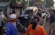 Apes, 2 Mobil dan 3 Motor Diungsikan Karena Banjir Malah Berantakan Dilahap Truk Tronton Oleng