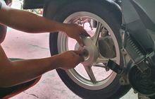 Jarang Lakukan Hal Ini, Mur As Roda Belakang Motor Matik Bikin Susah
