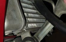 Tips Beli Motor Bekas, Begini Cara Cek Area Radiator di Motor