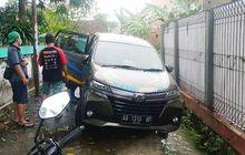 Warga Dukuh Pondok Mulyo Temukan Daihatsu Xenia Misterius Terperosok di Selokan, Begini Ceritanya