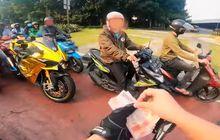 Turun Dari Kawasaki Ninja H2 Pria ini Bagi-Bagi Uang Rp 100 Ribuan di Lampu Merah, Bilangnya Bantuan PPKM
